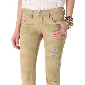FREE PEOPLE skinny distressed camo jeans